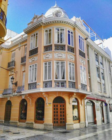 Málaga. Huaweig8 Mobilephoto Malagacity Mobilegraphy Building Exterior Building Photo Photo Of The Day España🇪🇸 Andalucía Huawei Mobileart Streetphotography Mobilegrapher Malaga Spain ✈️🇪🇸 Mobilephotography Color Photography