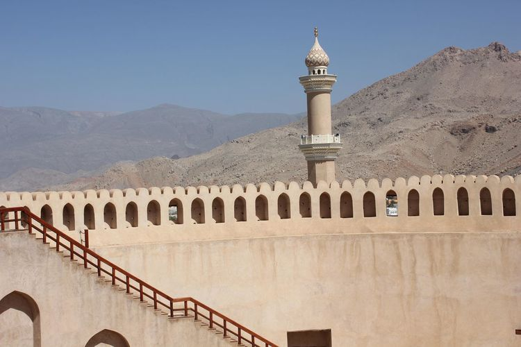 Nizwa Fort Castle in Oman Arabian Architecture Castle Nizwa Fort Oman Arab Arabic Architecture Day Fortress Minaret Nizwa Oman_photo Oman_photography Sandstone