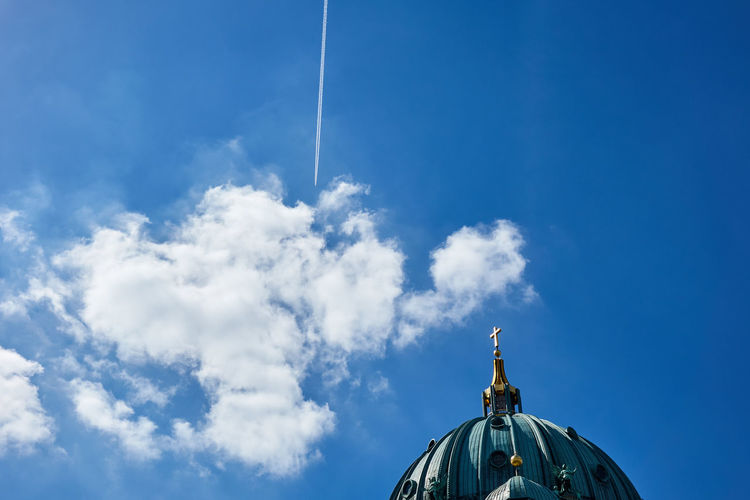 Architecture Architecture Blue Cloud - Sky Contrail Day Germany Historical Historical Building Low Angle View Nature No People Outdoors Sky Travel Destinations Vapor Trails Discover Berlin