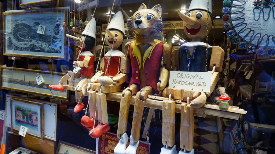 Cat Lovers Day For Sale Human Representation Indoors  No People Pinocchio Pinocchio Garnele Pinocchio Ombra Shadow Black And White Pinocchio Snowman Pinocchiodick Pinocchios Puppet Puppets Puppets Show Puppetshow Retail  Sculpture Shopping Show Window Show Windows Statue Store Text Venice