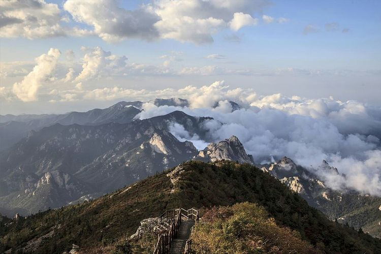 Seorak Mountain South Korea Beauty In Nature EyeEm Nature Lover Clouds And Sky Cloud_collection