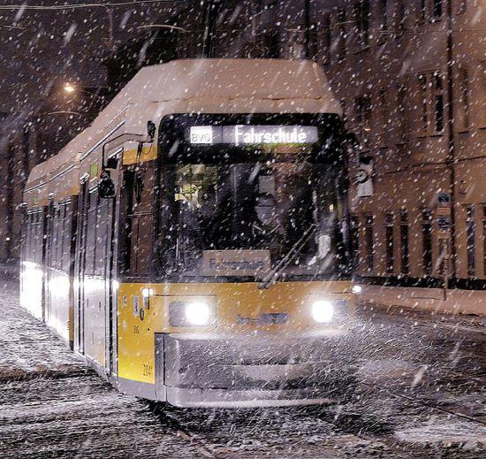 Mode Of Transport Yellow Old-fashioned Moodygrams Travel Transfer_visions Outdoors Winter Wintertime Snow Day BVG - Berliner Verkehrsgesellschaft