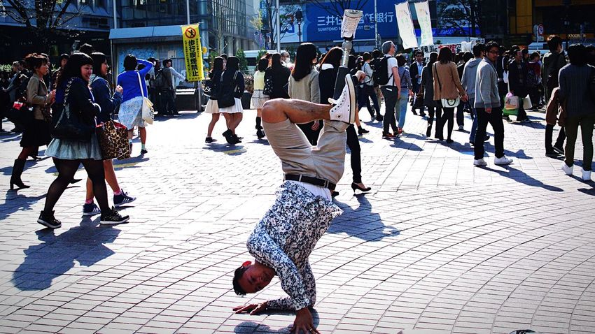 People And Places Walk Walking Around Walking Watching Hopes And Dreams Hope Lifestyles City Person City Life Day Outdoors Discover Your City Amazing Nevergiveup Snap Snapshot Japan Tokyo Discover The World Breakdance Dance Dancing People