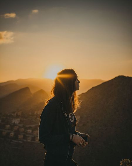 HUAWEI Photo Award: After Dark Summer Colours Mood Vscocam Light Italy Sicily People Landscape Amazing Photography Themes Selfie Sunset Women Young Women Standing Photographing Adventure Photo Messaging Rural Scene Hiker Explorer Visiting Hiking Silhouette Self Portrait Backpack Scenics Be Brave