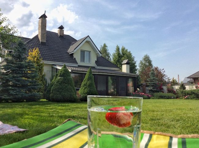 Home House Garden Grass Sky Drink Water Glass Nobody Outdoors Spring Strawberry Coctails Soft Drink Coctail Exterior Rural Private Home Cozy Calm Serenity Serene