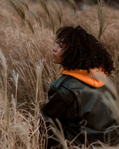 nandippa Field Portrait Portrait Of A Woman Portrait Photography Portrait Of A Girl Curly Hair Side Profile Side View Portrait Portrait Photography Young Women Women Winter Curly Hair Beauty Beautiful Woman Thoughtful The Portraitist - 2018 EyeEm Awards