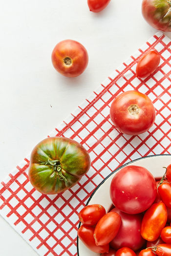 Heirloom Tomatoes Close-up Directly Above Flat Lay Food Freshness Group Of Objects Healthy Eating High Angle View Indoors  Light And Airy Medium Group Of Objects No People Orange Red Ripe Still Life Studio Shot Table Tomato Vegetable Wellbeing