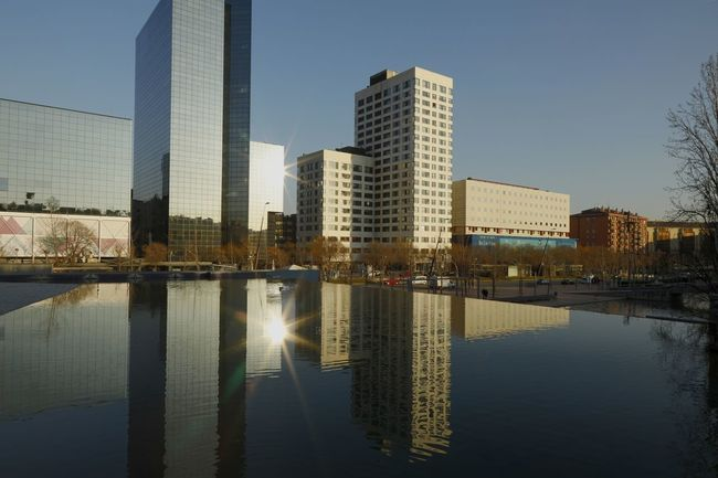 Reflejo Water reflections EyeEm Selects Shades of Winter F The Graphic City Water Reflections EyeEm Selects Shades Of Winter EyeEm Nature Lover Cityscape Sabadell, Catalonia PlaçaCatalunya Modern Reflection Architecture Skyscraper Downtown District City Urban Skyline Water Illuminated Cityscape Day