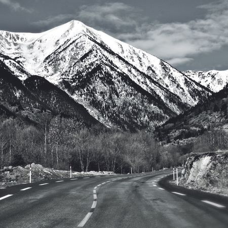 Route de montagne Pyrenees Landscape_Collection Iphonography