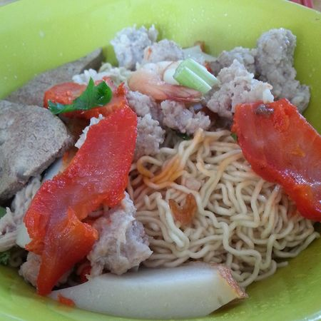 Kolo Mee from Sarawak. These are popular and special dry style noodles found throughout Sarawak. Food Sarawak Food Malaysian Food Malaysia Asia