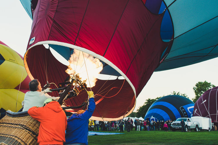 People in hot air balloon