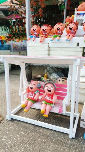 For Sale Collection Outdoors Clay Dolls Handmade Dolls Outdoor Day Order Freshness For Sale Variation Railing Collection Large Group Of Objects Display Retail  Group Of Objects In A Row Choice Day Outdoors Arrangement Culture Freshness