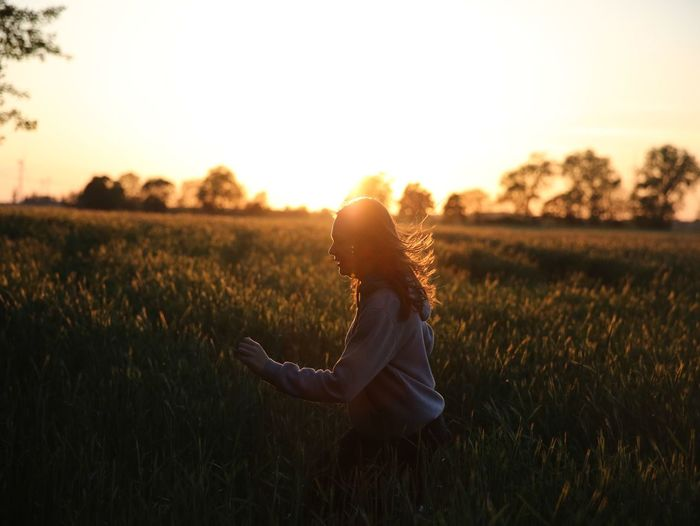 Sunset Side View Field One Person Sunlight Outdoors Nature Happiness People Young Adult Grass Flower Sky Day Adult Adults Only One Young Woman Only Sunset_collection Sun Brandenburg EyeEm Best Shots EyeEm Gallery EyeEm Nature Lover Germany Countryside