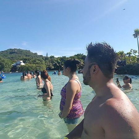 Esperando que se nos asome uno 😊🏊🐳🐳🐳🐳🐳🐳🐳🐳🐳🐳🐳🐳 Vacaciones2015 Roatahonduras Westbaybeach Delfines  Noviembre