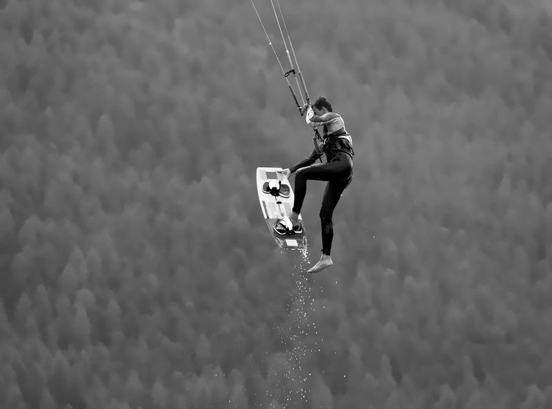 Stepping out Adrenaline Stepping Out Adventure Challenge Extreme Sports Grabbing Holding Kiteboard Kitesurfing Leisure Activity Lifestyles Lift Me Higher Motion Nature One Person Outdoors People Real People RISK Sky Skyhigh Sport Stepping Out! Water Watersports