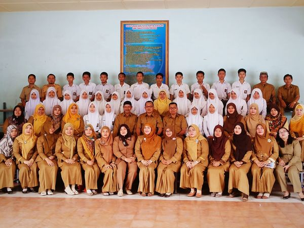 Foto with all my teacher and my friend at school ^^