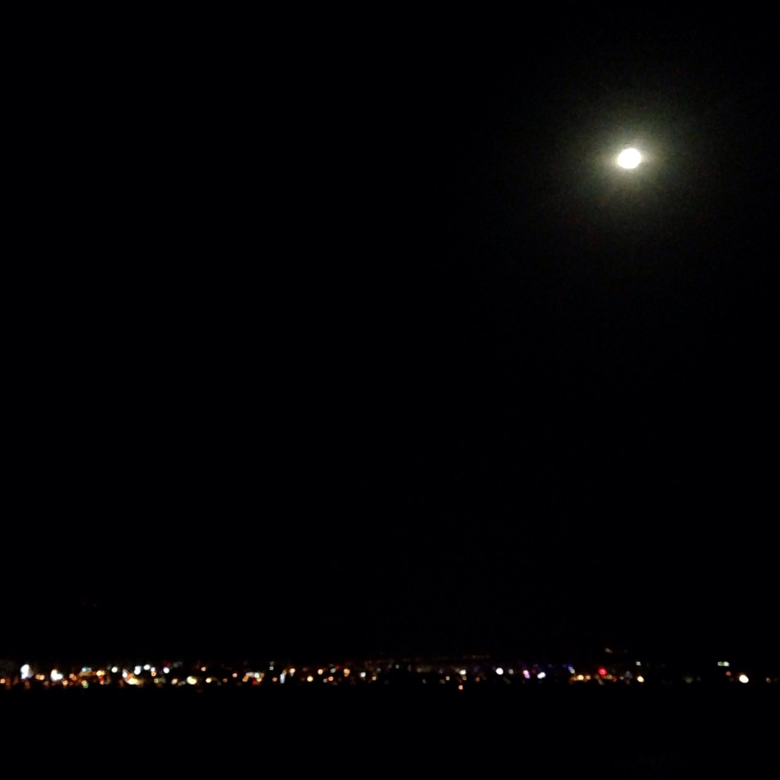 night, illuminated, moon, copy space, dark, clear sky, scenics, sky, glowing, light, full moon, beauty in nature, tranquil scene, light - natural phenomenon, city, cityscape, outdoors, tranquility, lighting equipment, nature