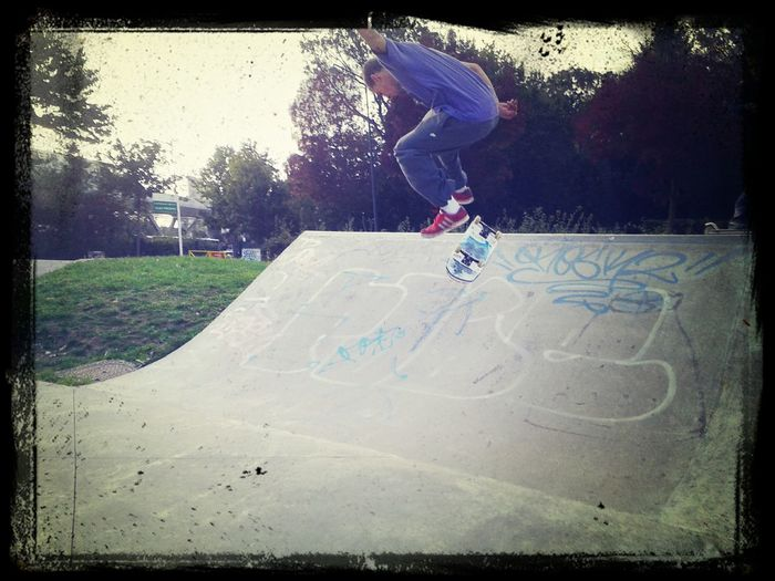 Skateboarding Tricks heelflip miss