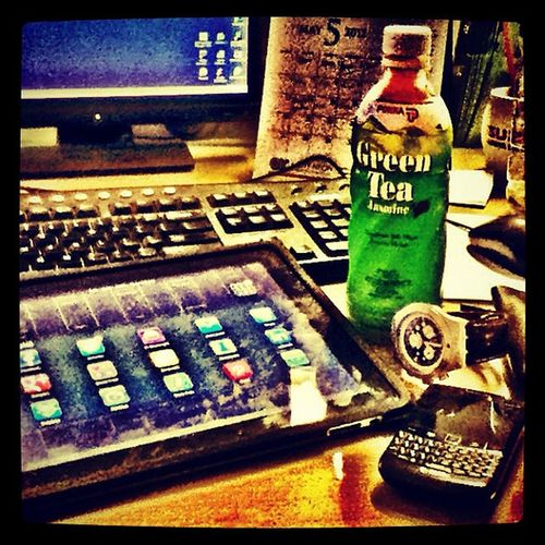 Pokka Green Tea to boost up my mood...