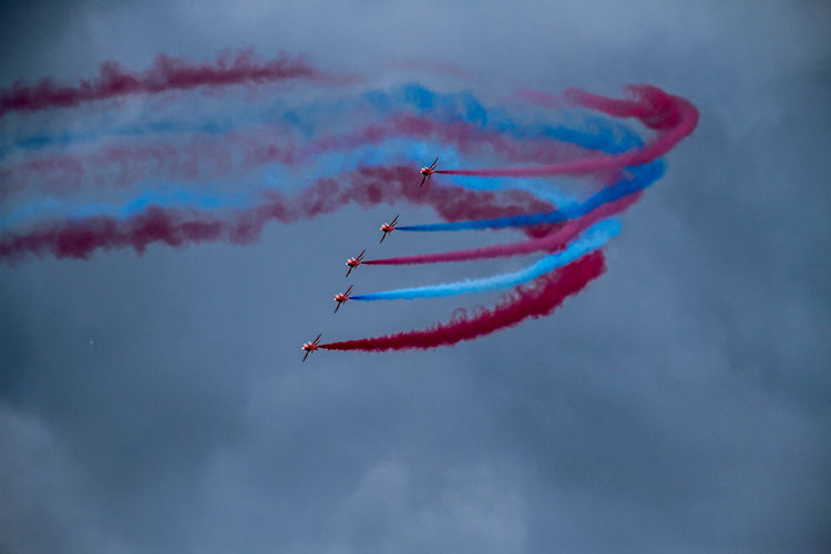 Airshow Red Arrows Air Display Sky And Clouds Air Air Vehicle Aircraft Aircraft In The Sky Airplane Airshow Cloud - Sky Fighter Plane Flight In Flight Inflight Jet Lookingup Motion Red Arrows Sky Sunderland Airshow 2018 Vapor Trail