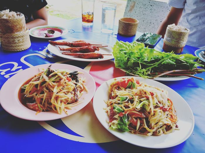 Somtum Gai Yang Thaifood Esarn Food Spicy Food Somtum Somtam  Gaiyang Grilled GrilledChicken Salad Thaisalad Thaifood Bangkok Thailand. Streetfood Lunch Yummy Delicious Meal Food Stories Plate Food And Drink Table Food Ready-to-eat Indoors  Healthy Eating