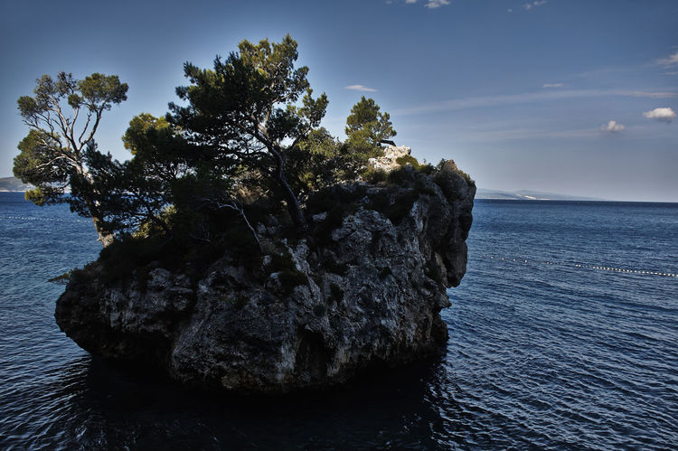 Beauty In Nature Cliff Geology Idyllic Nature Non-urban Scene Outdoors Rock Rock - Object Rock Formation Rocky Scenics Tranquil Scene Tranquility Tropical Climate Vacations Water