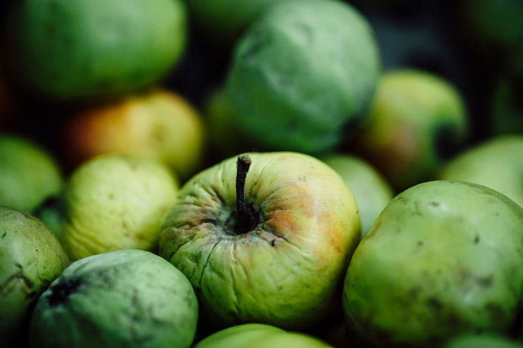 Healthy Eating Food And Drink Food Fruit Wellbeing Freshness Close-up Green Color No People Large Group Of Objects Ripe Abundance Selective Focus Apple - Fruit Organic Group Of Objects Full Frame Day Market Juicy Apple Apple Blossom