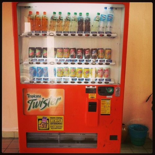 They have 2 vending machines in their school =_= Boardingschoollife Softdrinks Twister WOW