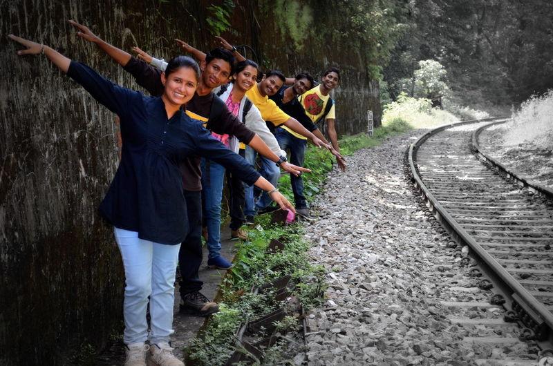 Family❤ EyeEm Gallery Eyeemphotography Creative Click Edit Family Members Railway Track Green Green Green! Naturelovers Pleasent View EyeEm Nature Lover