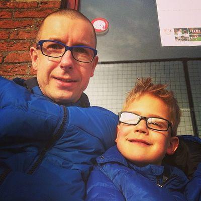 Lekker genieten van de zon bij de voetbaltraining van Milan Naarden Bussum Nvc
