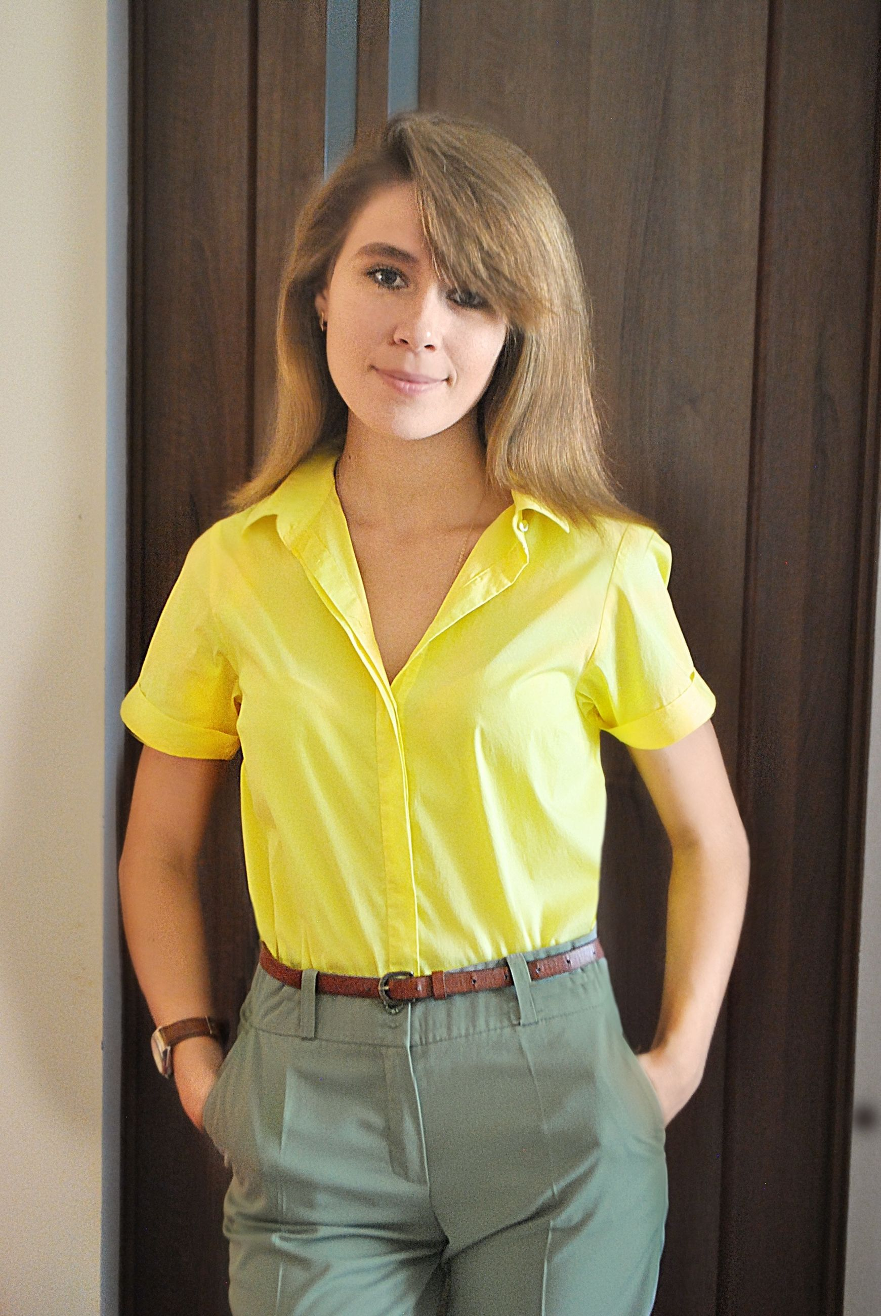 one person, portrait, looking at camera, standing, young adult, young women, casual clothing, real people, women, front view, three quarter length, yellow, leisure activity, smiling, lifestyles, beauty, hair, beautiful woman, hairstyle, teenager
