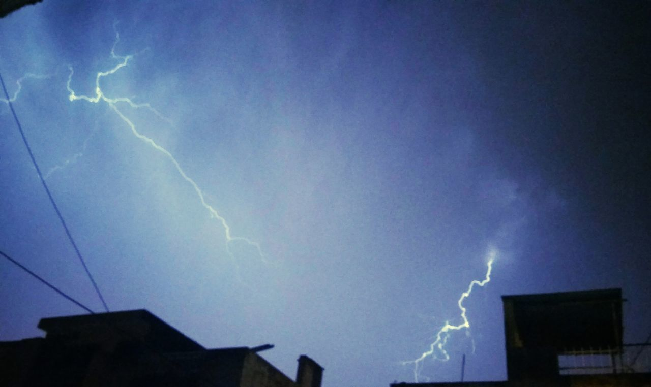 lightning, forked lightning, power in nature, thunderstorm, storm, weather, danger, storm cloud, built structure, night, sky, dramatic sky, silhouette, low angle view, building exterior, outdoors, architecture, cloud - sky, no people, electricity, illuminated, nature, scenics, beauty in nature