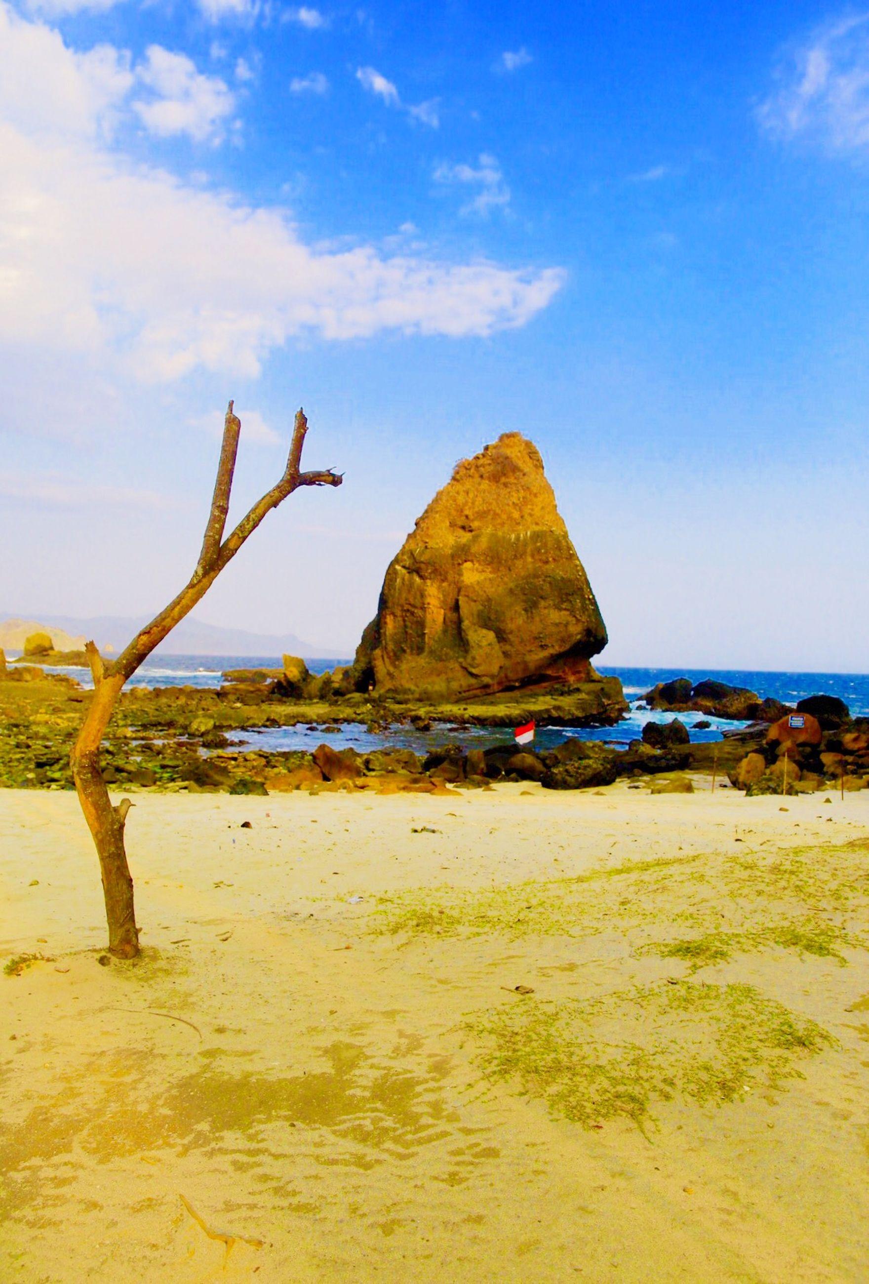 sea, beach, sky, tranquil scene, tranquility, water, scenics, sand, beauty in nature, horizon over water, nature, shore, blue, cloud, mountain, idyllic, day, non-urban scene, remote, sunlight