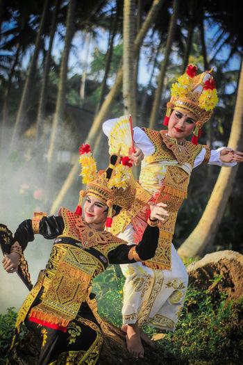 balinese dancing Bali Bali, Indonesia Coconut Traditional Culture Balinese Balinese Culture Balinese Dancer Balinesegirl Baliphotography Beautiful Woman Girl Smile Traditional Dancing Traditional Girls Woman Portrait Wounderfulgirl