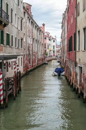 view to alley in venedig Be. Ready. Venedig, Ohne Touristen, Lagune, Frühling, Venice, WithoutTourists, Springtime, City, Sea, Water, Historical, Old Town Alley Architecture Building Exterior Built Structure Canal City Day Nautical Vessel No People Outdoors River Sky Street Transportation Water Waterfront