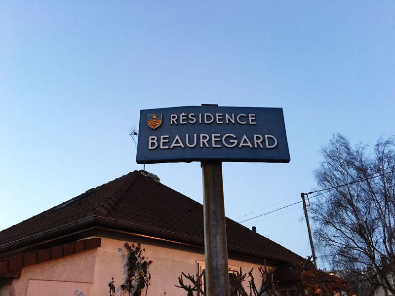 Blue Wave Pancarte Beauregard Residence