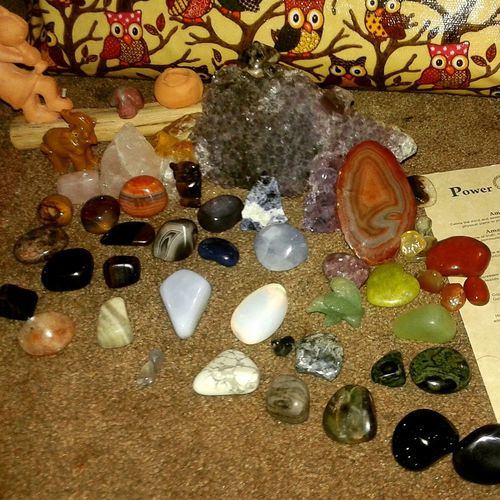 My crystal collection. BeautifulEnergies Crystalhealing Chakrastones Chakrahealing Owlwhisperer Crystalhead Crystalcollector GoodVibesOnly Goodvibrations
