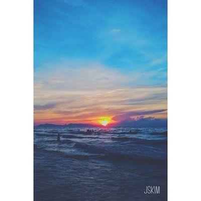 Summer in a beach ! 😢😢😢😢 Sun Sky Sea Beach Cloudy Travel Dark Afternoon Sad Alone Vietnam VSCO Vscocam Piclab