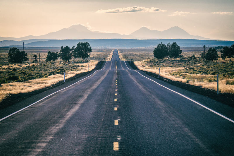 Straight highway leading to the mountains in oregon