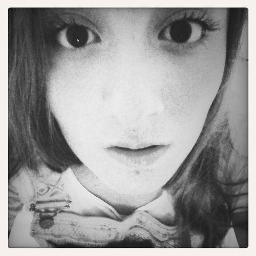 Tú me llevas, voy despierta. Hay flores en los tejados. Black & White Blonde Teen Love