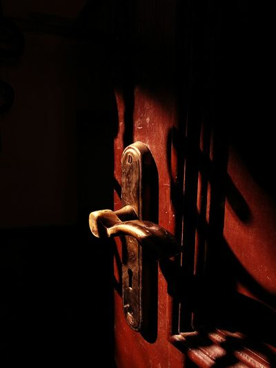 EyeEm Selects Door No People Close-up Night Indoors  Photographylovers Indoors  Home Interior Doorknob Door Handle Light And Shadow Light In The Darkness Light And Dark Illuminated