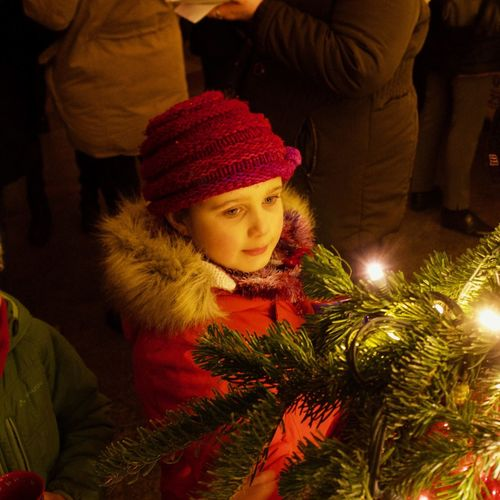 Young girl looking at christmas tree lights on Cologne Cathedral Christmas Market Girl Portrait Night Evening Sky Advent Outdoor Girl Red Christmas Bauble Christmas Decoration Christmas Lights christmas tree Christmas Market Christmas Celebration christmas tree Holiday Christmas Decoration Illuminated Hat Holiday - Event Decoration Child Lifestyles Women Childhood Winter Tree Christmas Ornament Warm Clothing Santa Hat