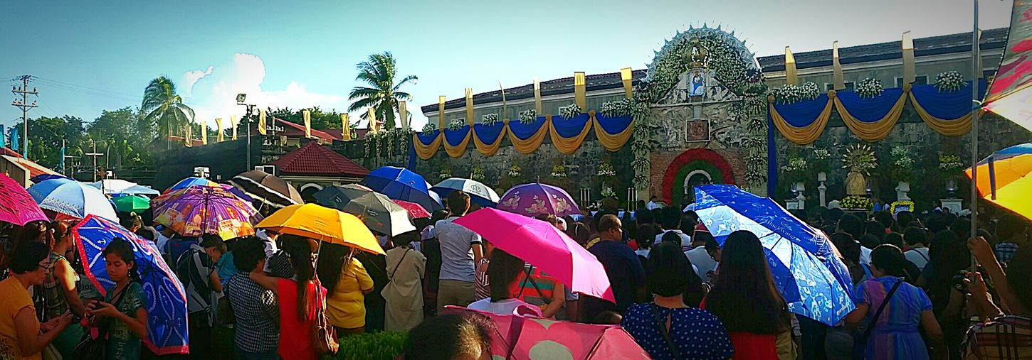 Many Zamboangueños did not really care about the distance between the Cathedral Church and Fort Pilar Shrine and the crowd and heat of the sun along the way. What matters most is the devotion and faith of everyone to Sñr. La Virgen del Pilar. 😇 And this is what overwhelms each and everyone's heart. Zamboanga Virginmary SeñoraLaVirgenDelPilar
