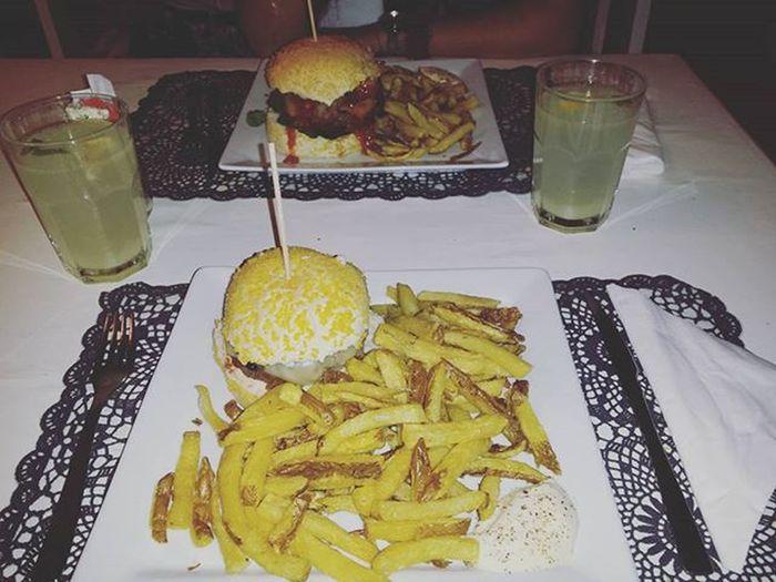 Mais um sítio com a minha mais que tudo 😙 Realhamburgueria Lunchtime Hamburger Good Food Foodporn Porto Boatarde Love Picoftheday Foodlovers