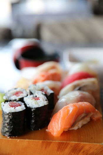 Food Food And Drink Japanese Food Seafood Sushi Asian Food Rice Healthy Eating Freshness Indoors  Wellbeing Fish Still Life Ready-to-eat Focus On Foreground Caviar Salmon - Seafood Sashimi  Tray Temptation