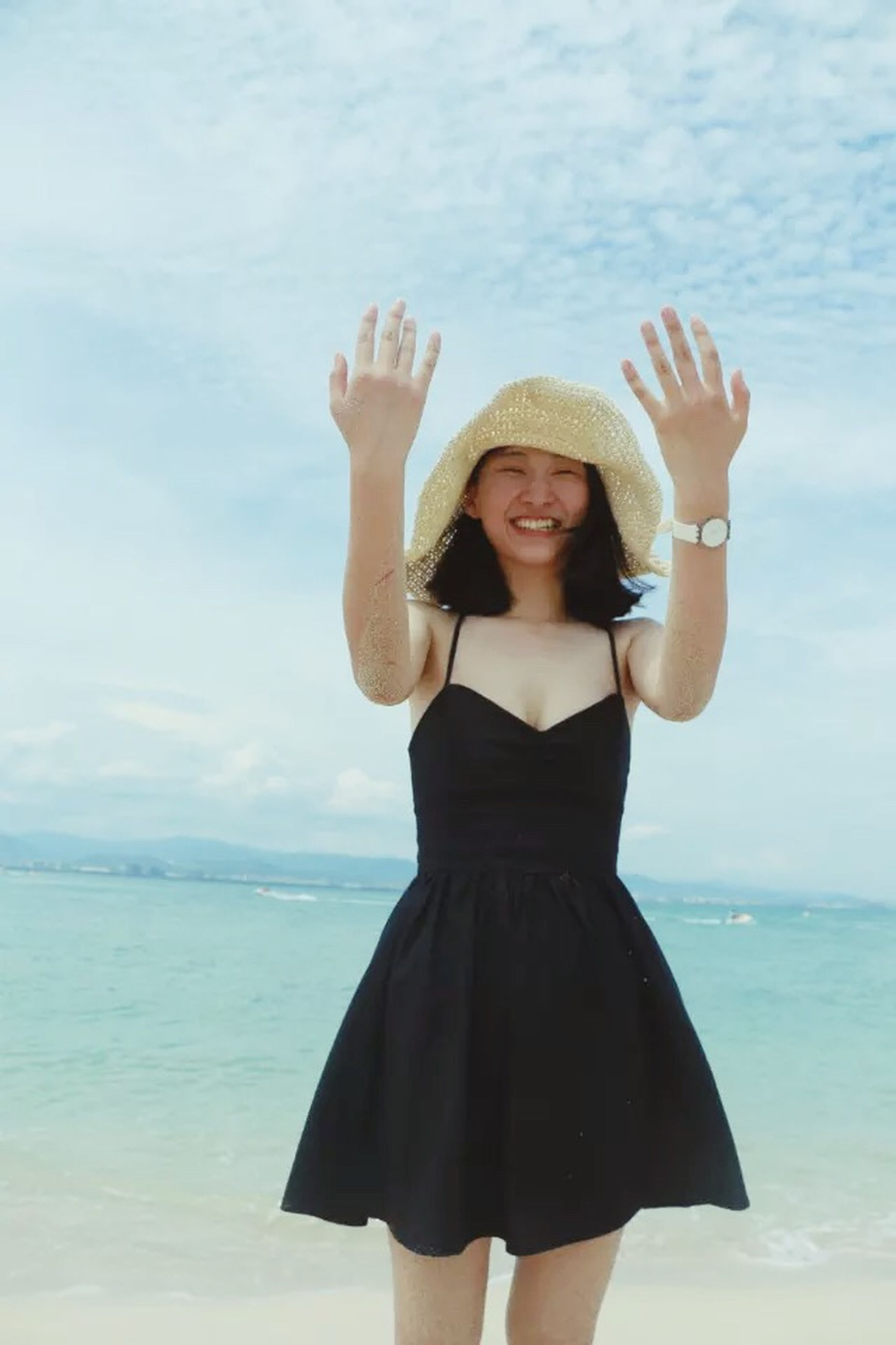 sea, young adult, lifestyles, water, standing, young women, three quarter length, leisure activity, person, beach, casual clothing, sky, horizon over water, looking at camera, front view, portrait, vacations