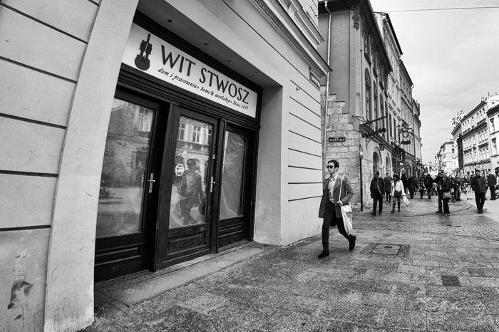 Streetphotography Moments Man Jollyboy Dandy Fashion T4i Black & White Time4inspiration Streetphoto_bw
