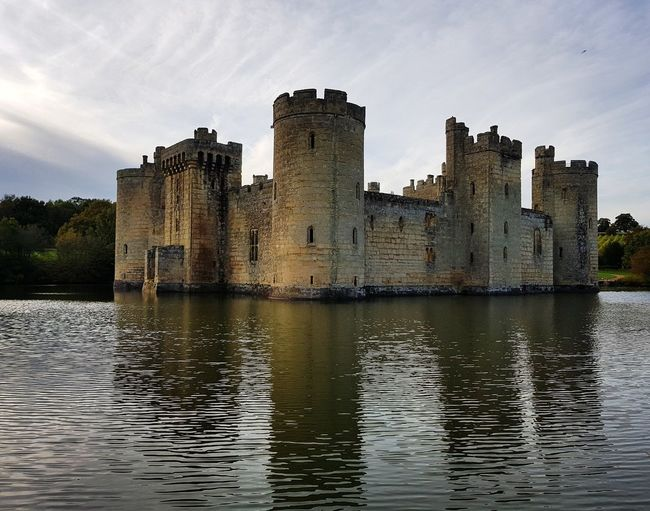 Lake Reflection Water Castle Architecture Fort History Building Exterior No People Sky Outdoors Day The Week On EyeEm EyeEm Selects Eyemgallery EyeEmbestshots England, UK BodiamCastle Sussex Countryside