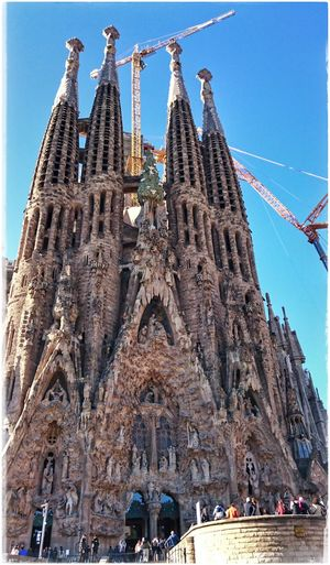 Die ewige Baustelle in Barcelona Sacrada Familia Antoni Gaudí Antonigaudi Barcelonalove Architecture Travel Destinations Building Exterior Kunst Oder Kitsch? Architecture_collection Architecturelovers Architectureporn
