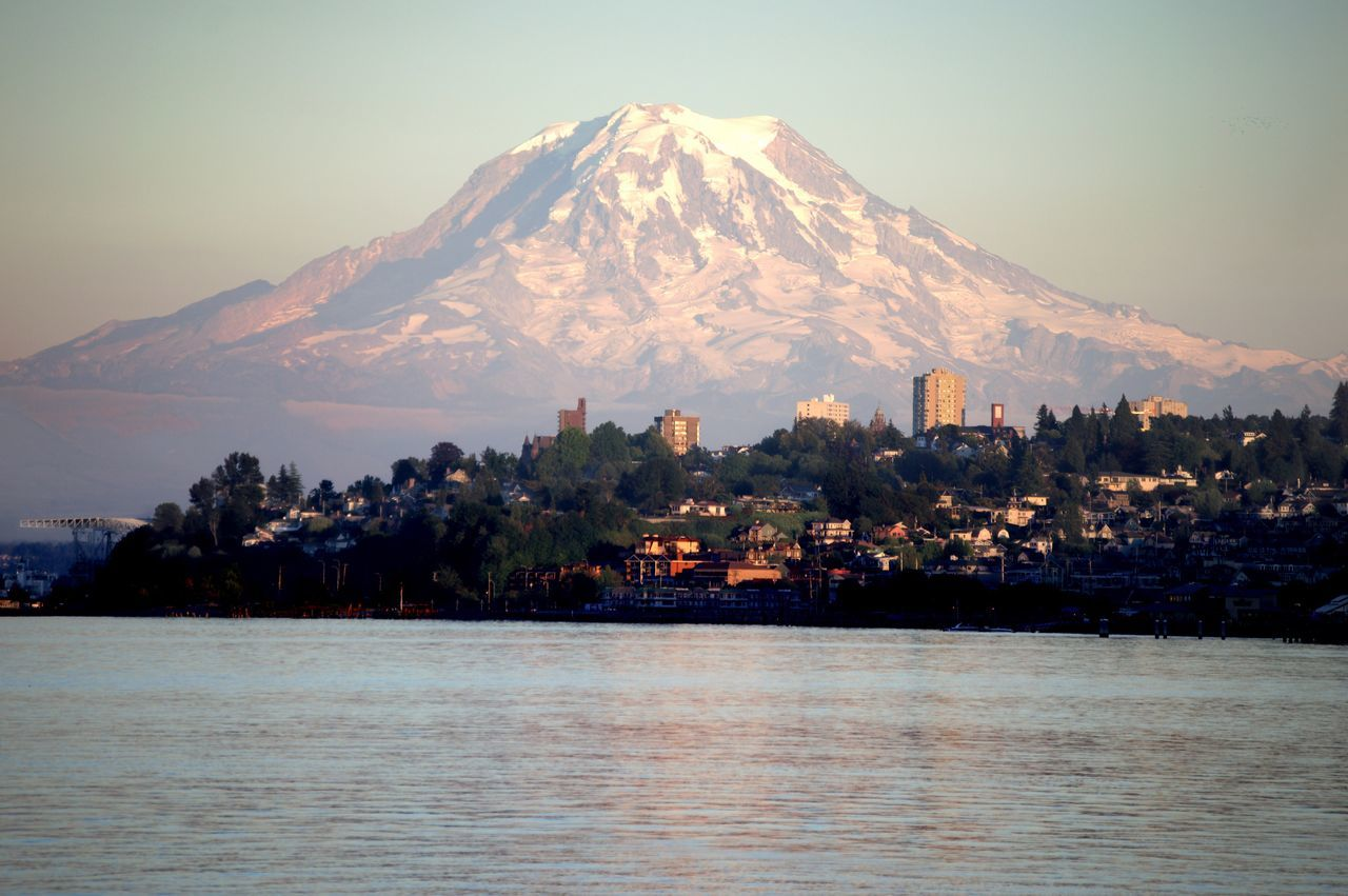 Mount Rainier / Tacoma, Washington, United States Mountain Cityscape Point Ruston